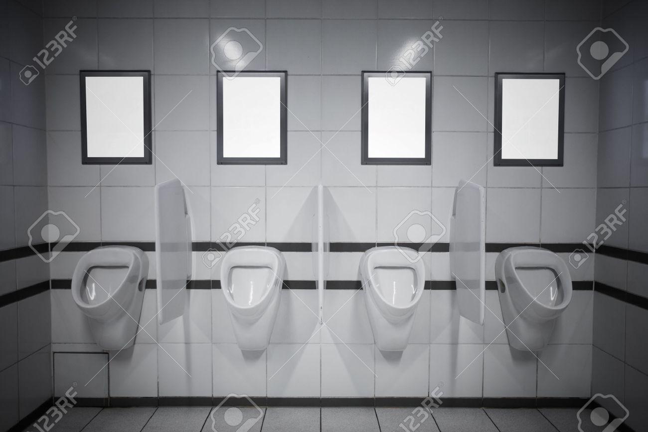 Leere Anzeige Rahmen In Der öffentlichen Toilette Lizenzfreie Fotos ...