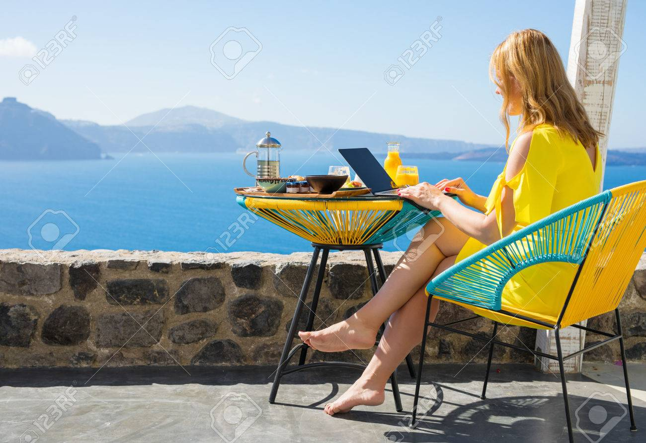 Woman working on computer while on vacation in Mediterranean - 80620380
