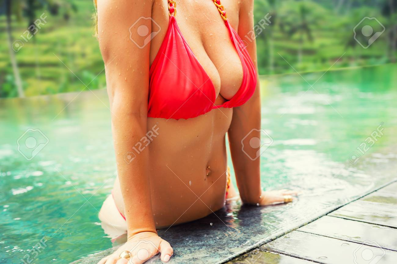 Woman with big in the pool - 98176194