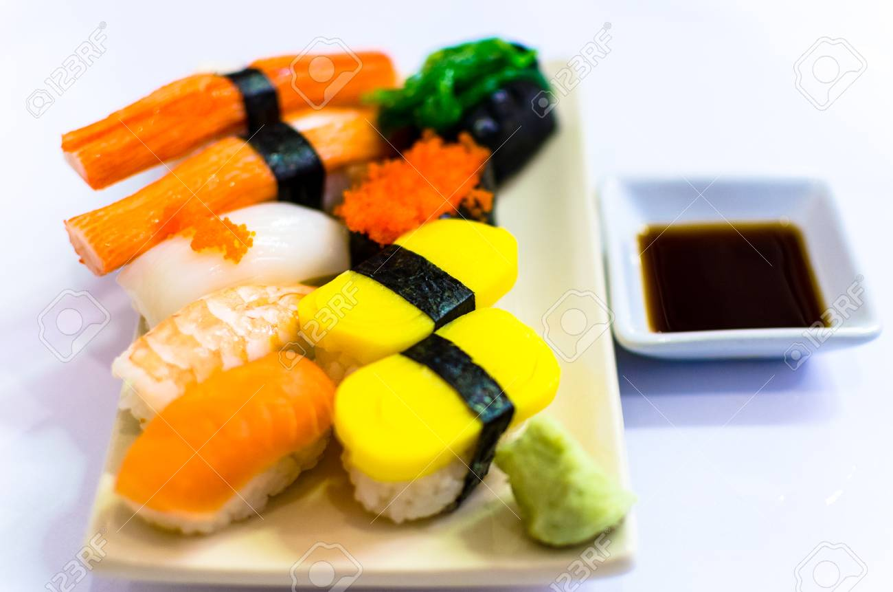 Sushi Set Japanische Kuche Lizenzfreie Fotos Bilder Und Stock