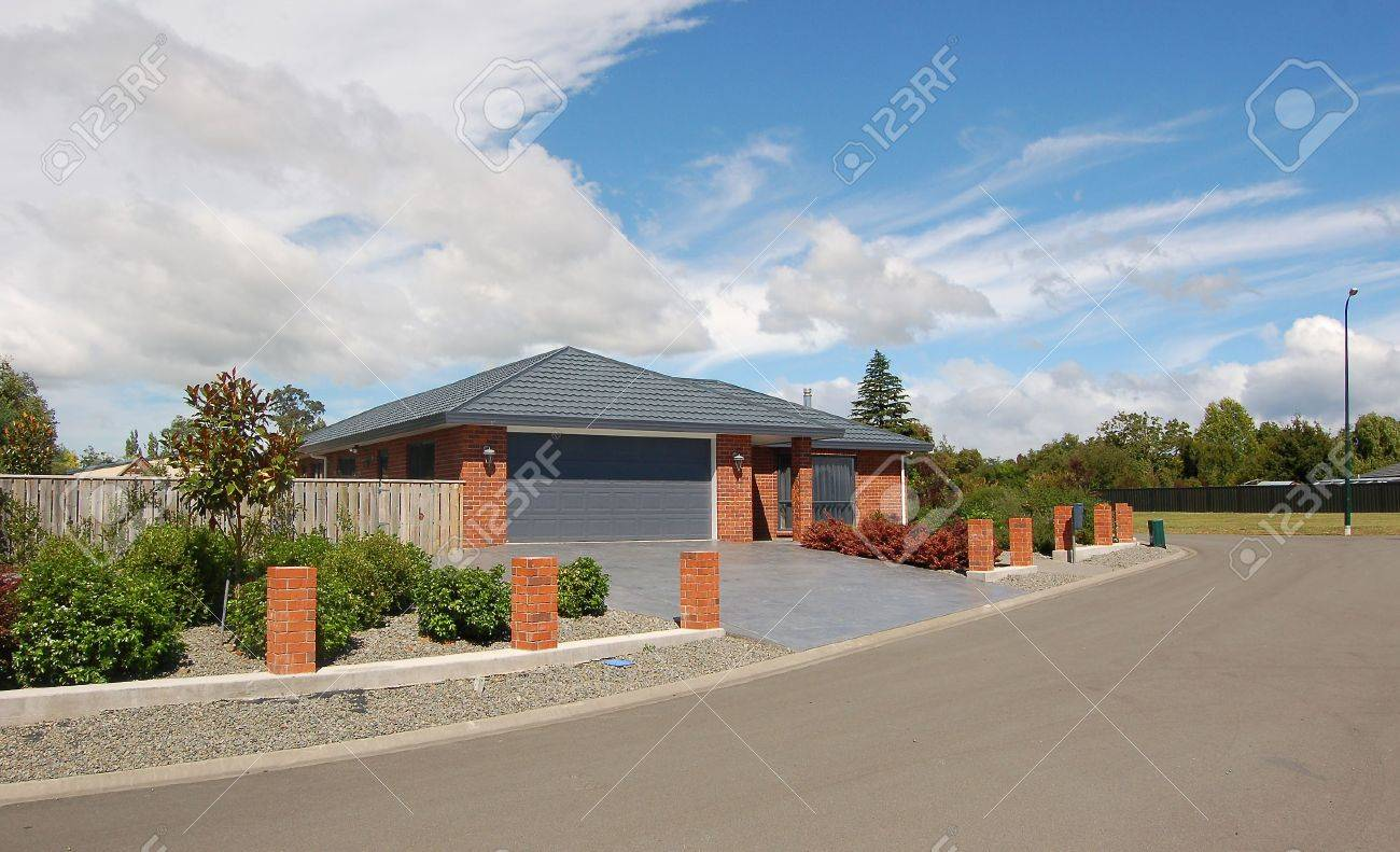 modern bungalow stock photo, picture and royalty free image. image ... - Moderne Bungalows