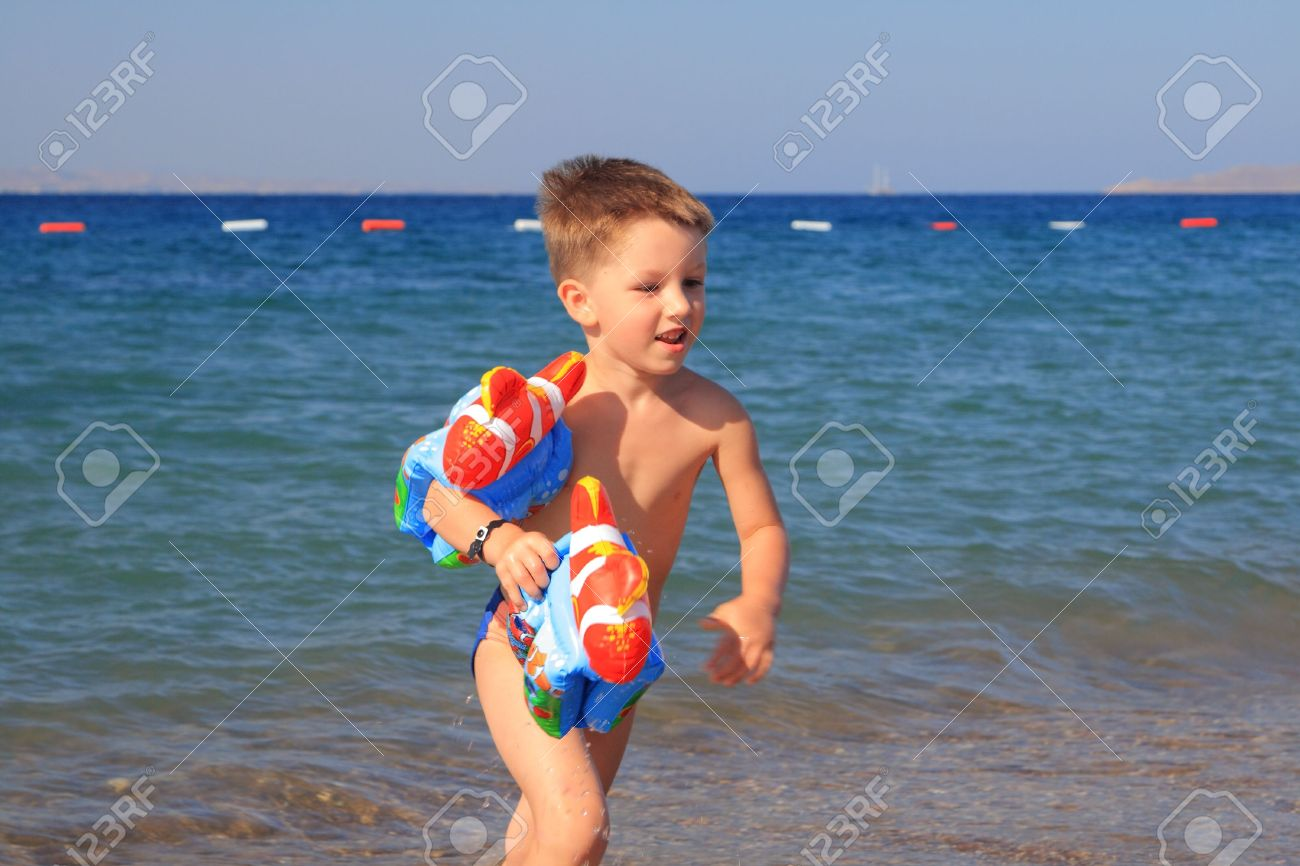 Kid beach pic 84