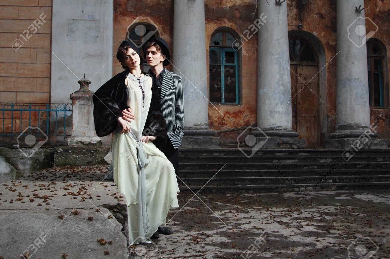 official store limited guantity aliexpress Moda in stile retrò ritratto di una giovane coppia. Abbigliamento e make-up  in stile 1920.
