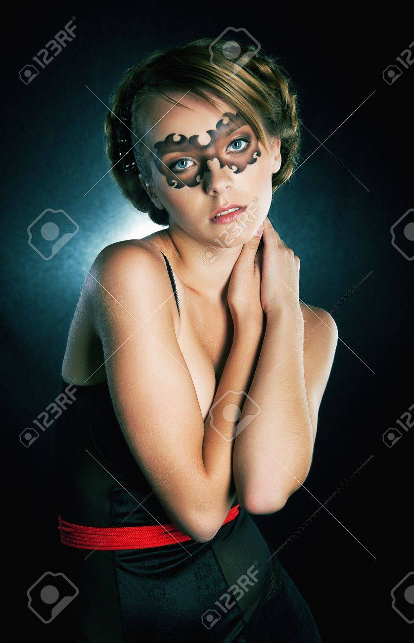 Attractive girl in carnival mask looking at camera Stock Photo - 11927952