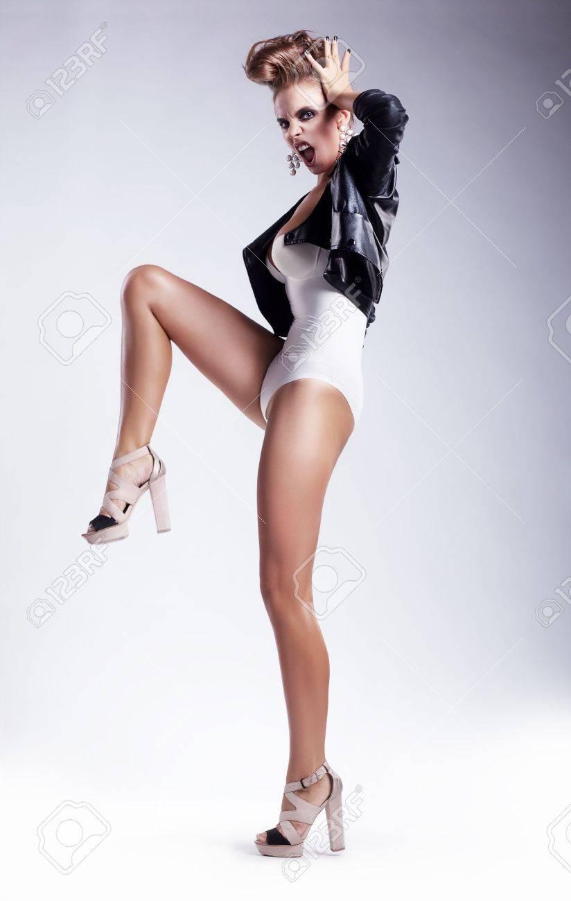 Mujer Blanco Belleza En Aislada Artística Sobre Sexy Bikini Fondo 7yYb6gfv