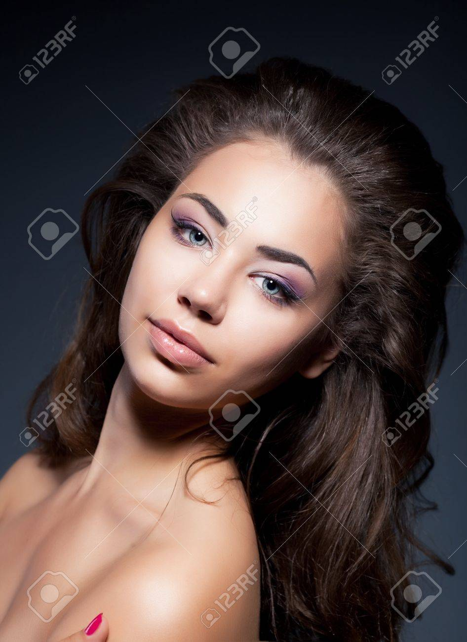 Attractive beauty young woman portrait isolated on black background Stock Photo - 15037332