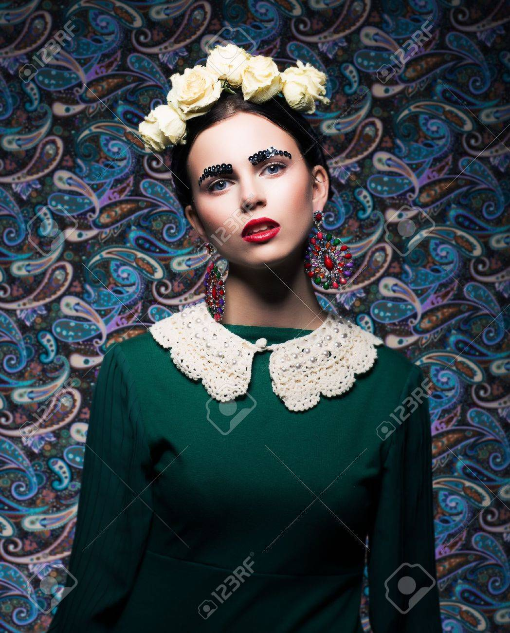 Elegant Lady in Green Dress and Roses  Retro Style Stock Photo - 18299650