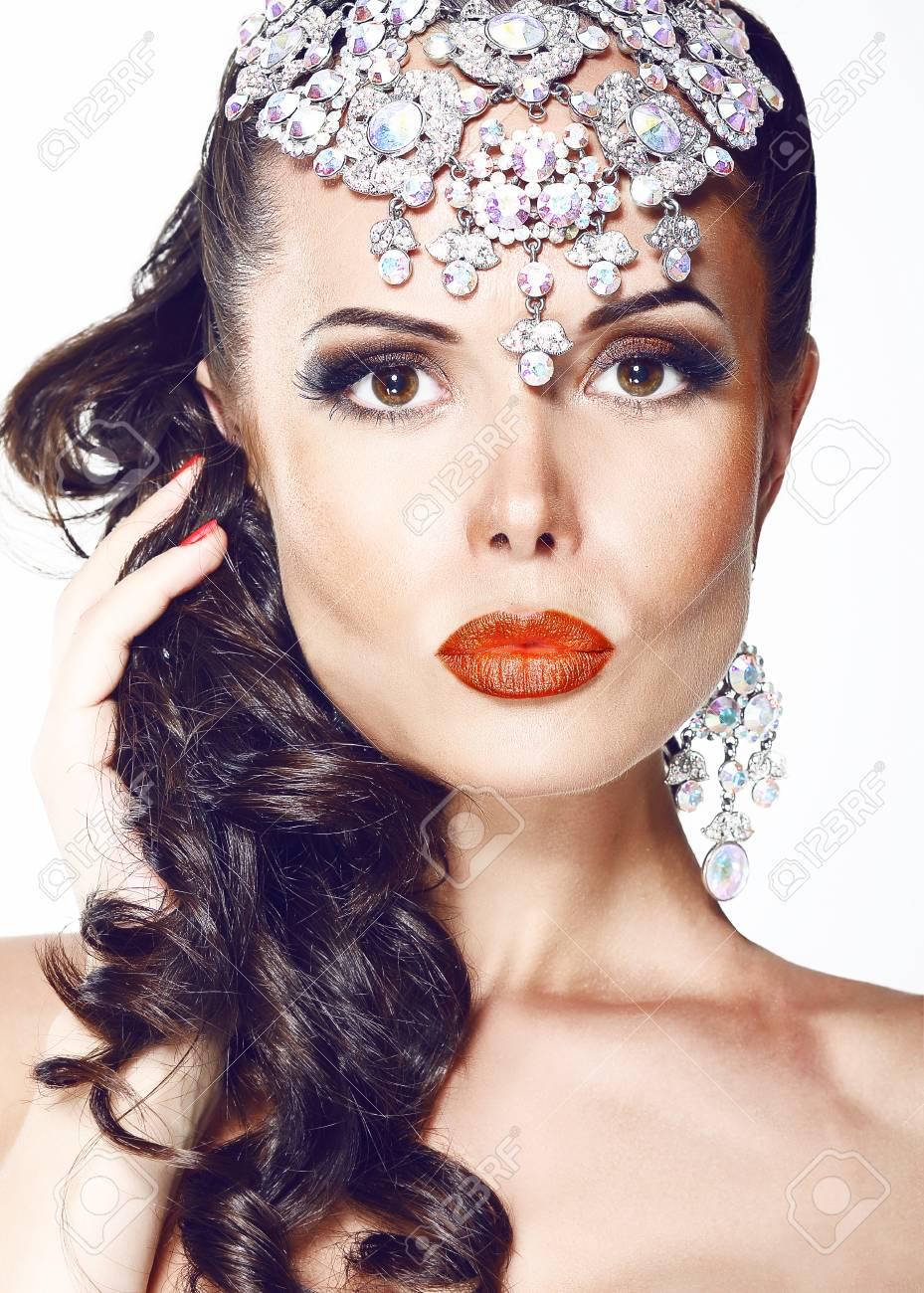Glamour. Beautiful Woman with Jewelry - Shiny Diadem Stock Photo - 22159608