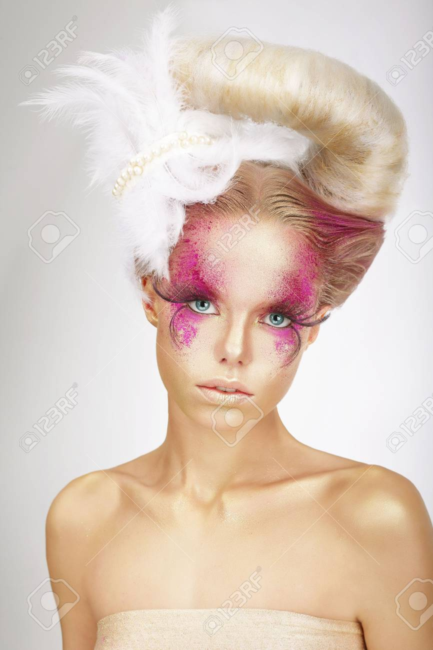 Faceart Blonde With Skin Colored Pink False Lashes And White