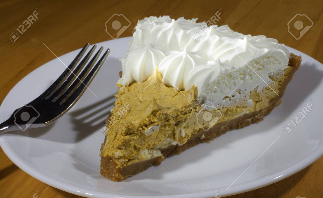 Kurbis Kuchen Mit Einem Schlagsahne Fullung Und Sahne Oben