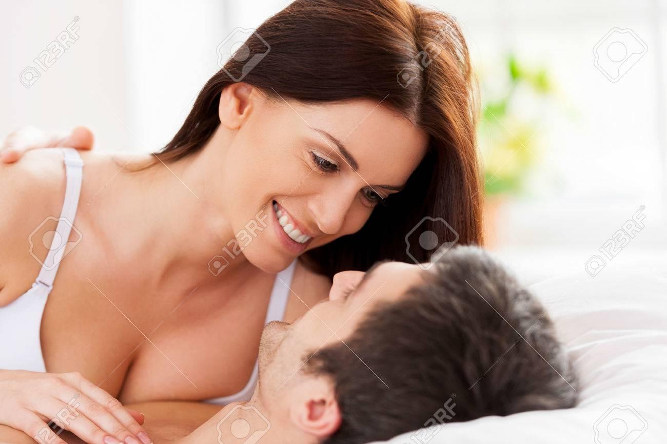 В постели с молодой и красивой
