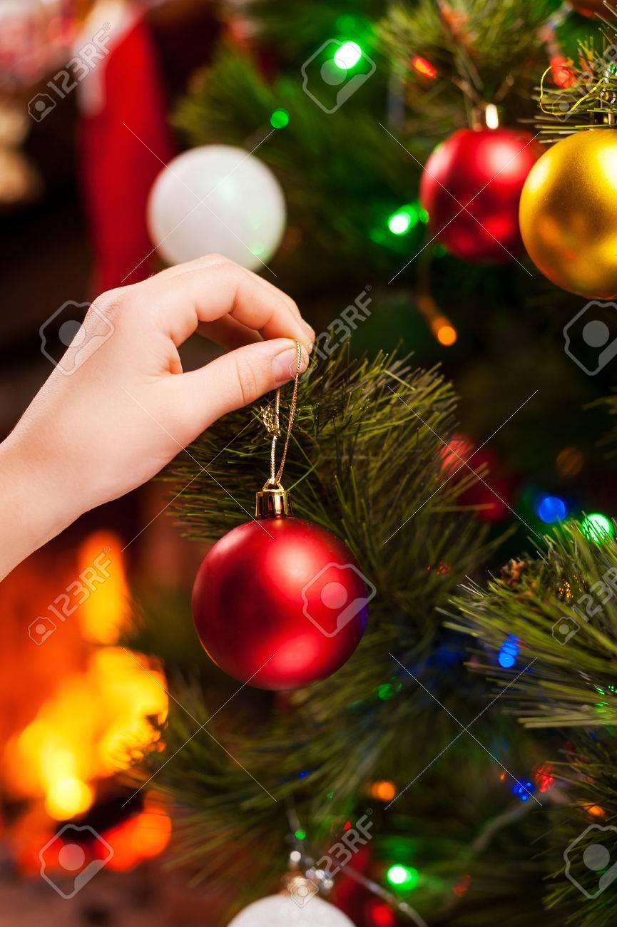 https://previews.123rf.com/images/gstockstudio/gstockstudio1411/gstockstudio141100500/33572464-decorating-christmas-tree-close-up-of-child-decorating-christmas-tree-with-christmas-balls.jpg