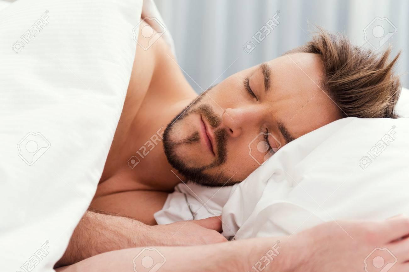 Schlafen nackt oberkoerper photos 26