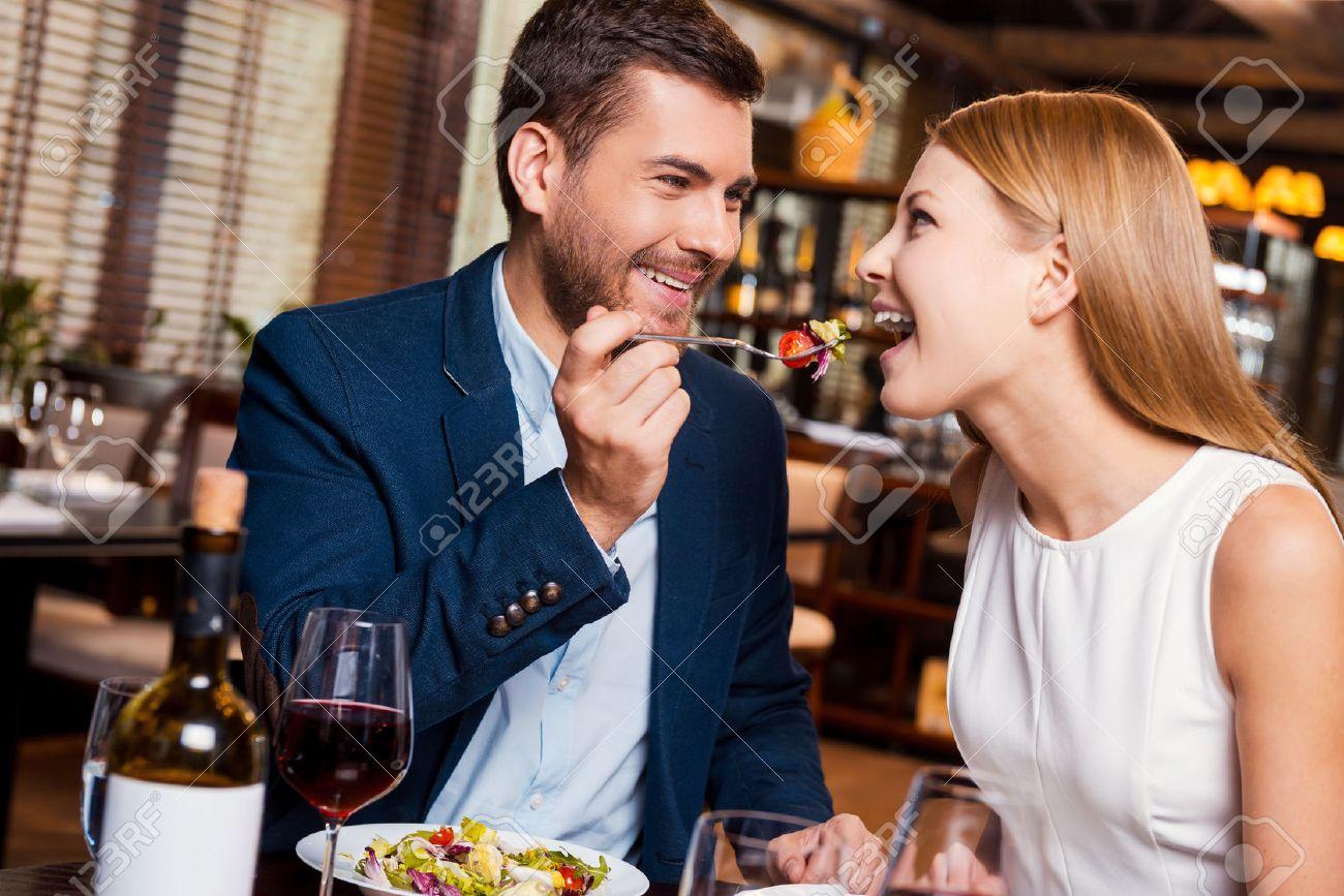 Freundin aus isst Kerl Kerl
