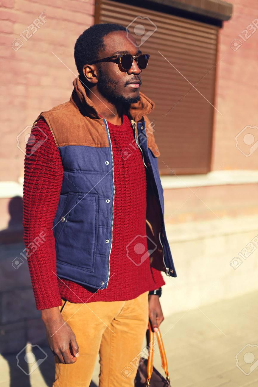 Portrait Du Jeune Quartier Homme Chic Confiant Fashion Vêtu Africain HdwzFdx