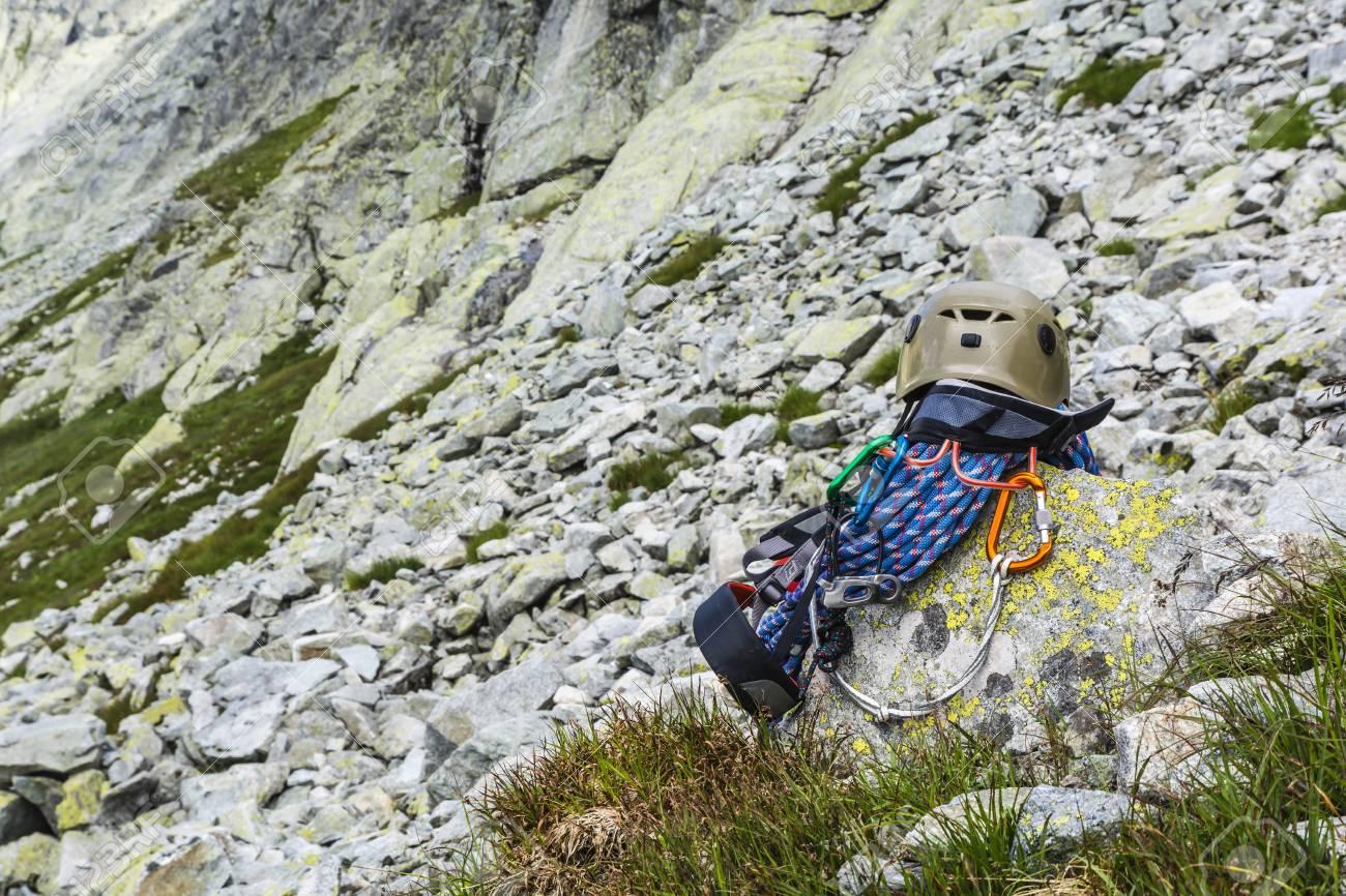 Klettergurt Seil : Dynamisches seil helm karabiner klettergurt und unterlängen auf