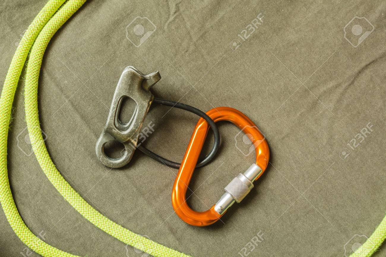 Kletterausrüstung Sicherung : Sicherungsgerät d förmigen karabiner und dynamisches seil oder