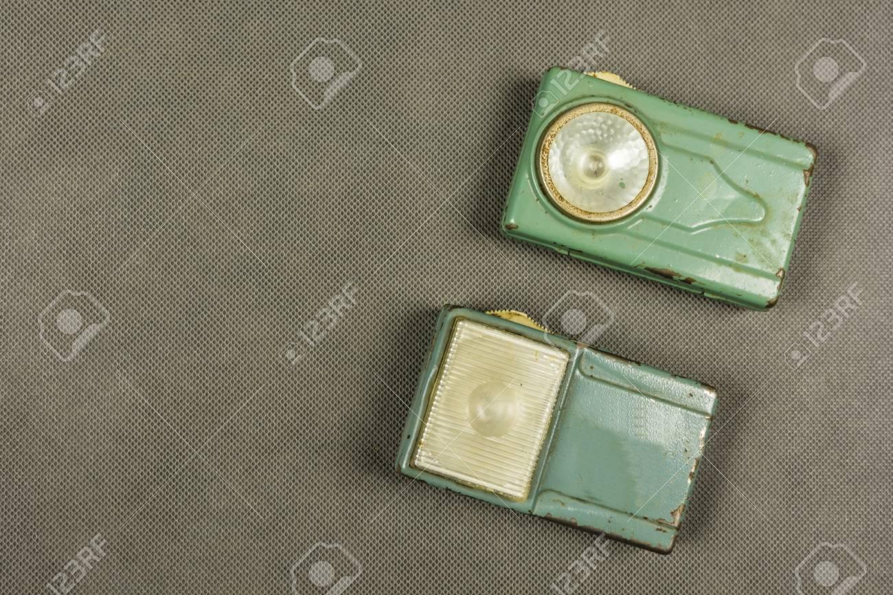 Une Collection De Deux Lampes De Poche Retro Vintage Banque D