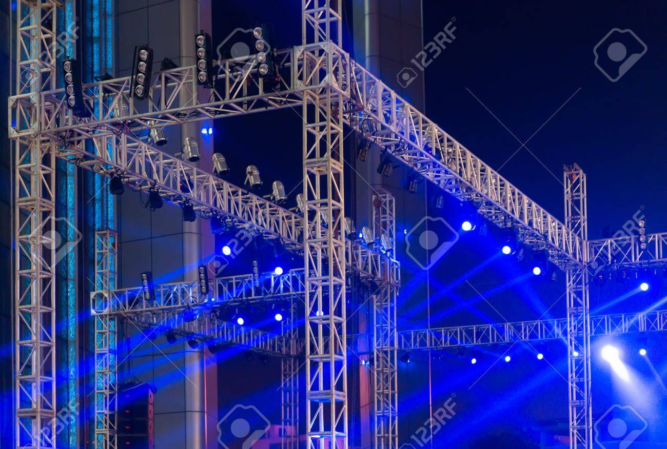 multiple spotlights on a theatre stage lighting rig Stock Photo - 60847499 & Multiple Spotlights On A Theatre Stage Lighting Rig Stock Photo ... azcodes.com