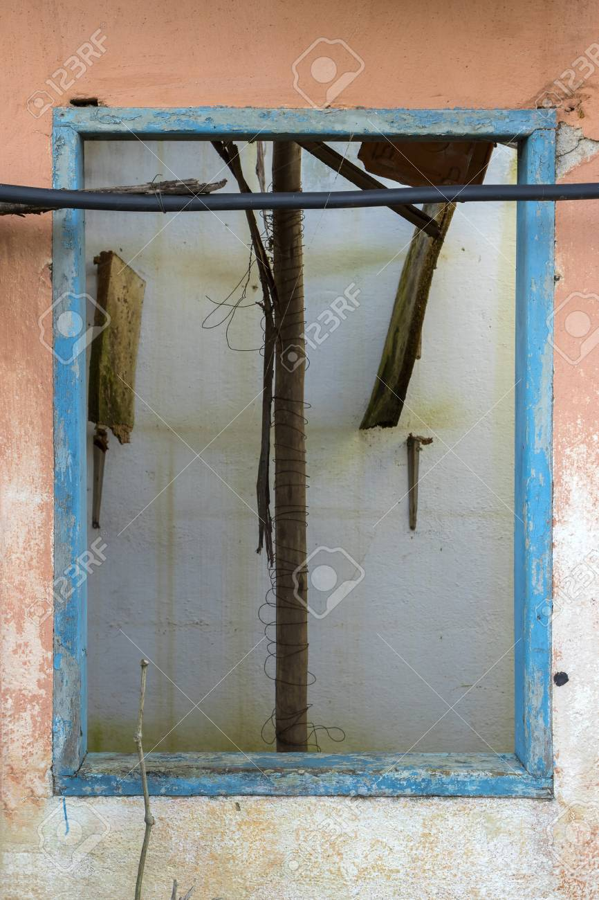Vieux Cadre De Fenêtre En Bois Bleu Sur Un Mur Orange D 39 Une