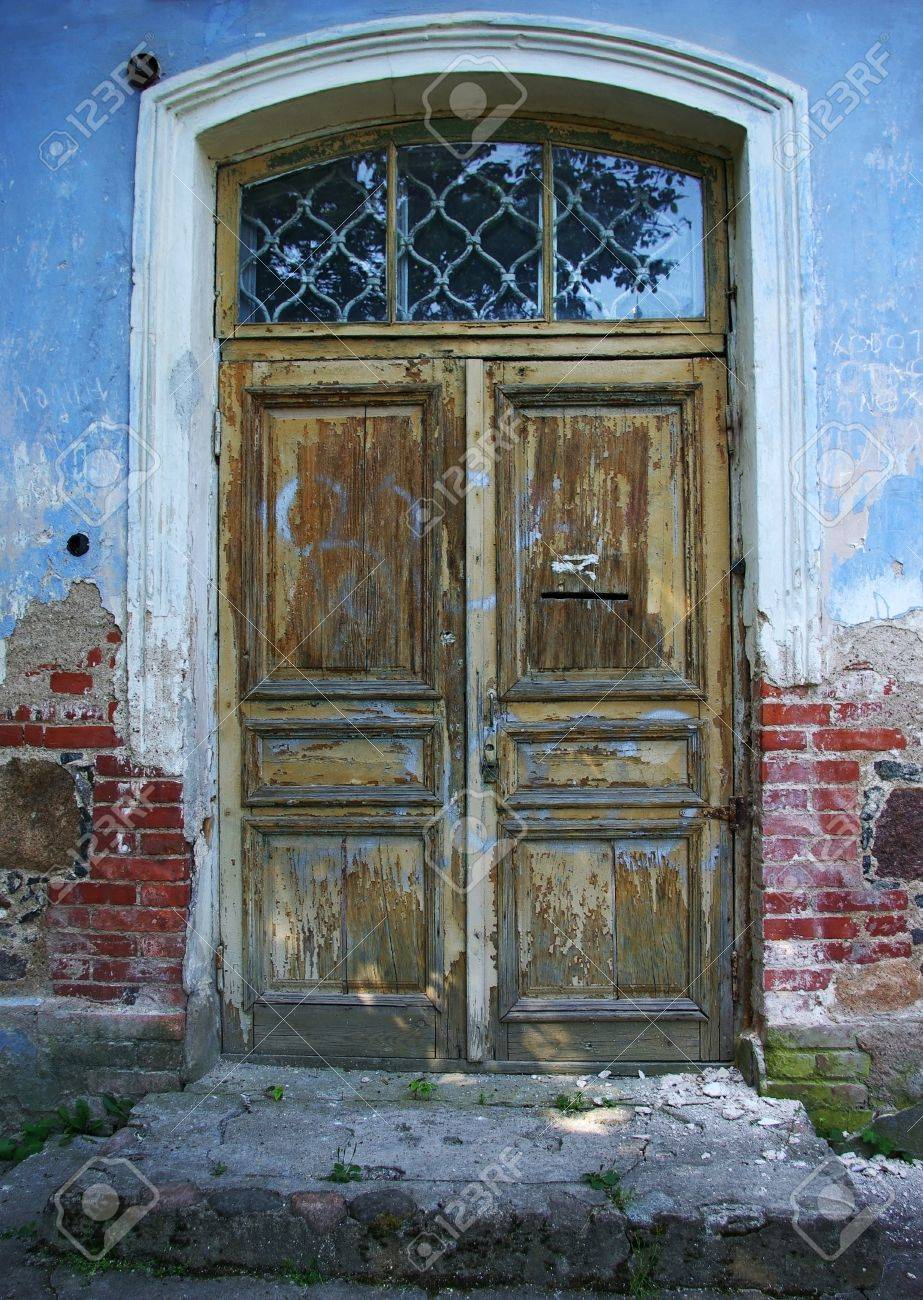 View on the old wooden door of abandoned house Stock Photo - 9310865
