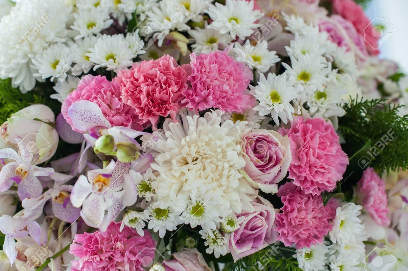 Bunch of pink and white fresh variety flower and beautiful roses for bunch of pink and white fresh variety flower and beautiful roses for lovely couple in valentine izmirmasajfo
