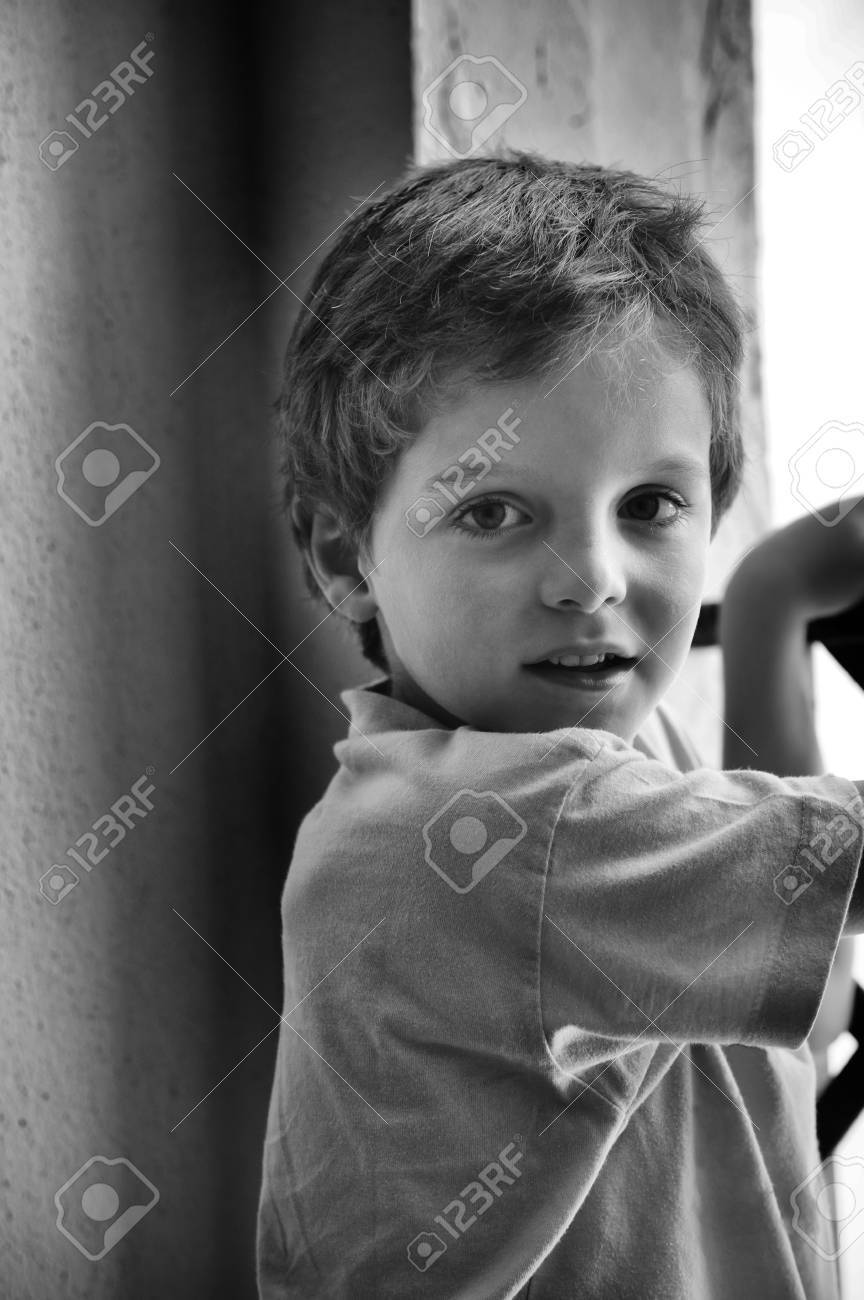 Child, with face of naughty, looking at the camera - 38156633