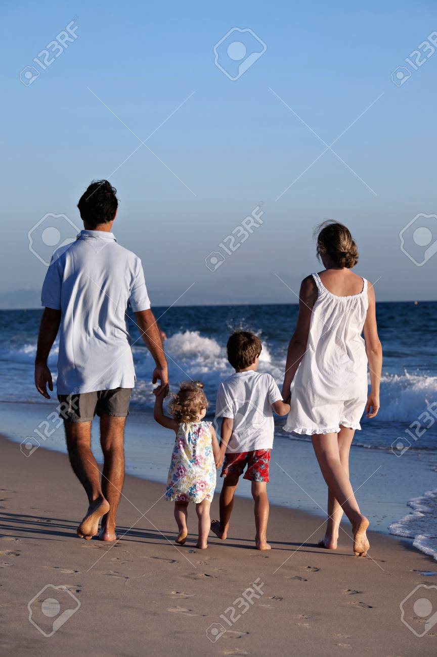 Family walking on the beach - 38161166