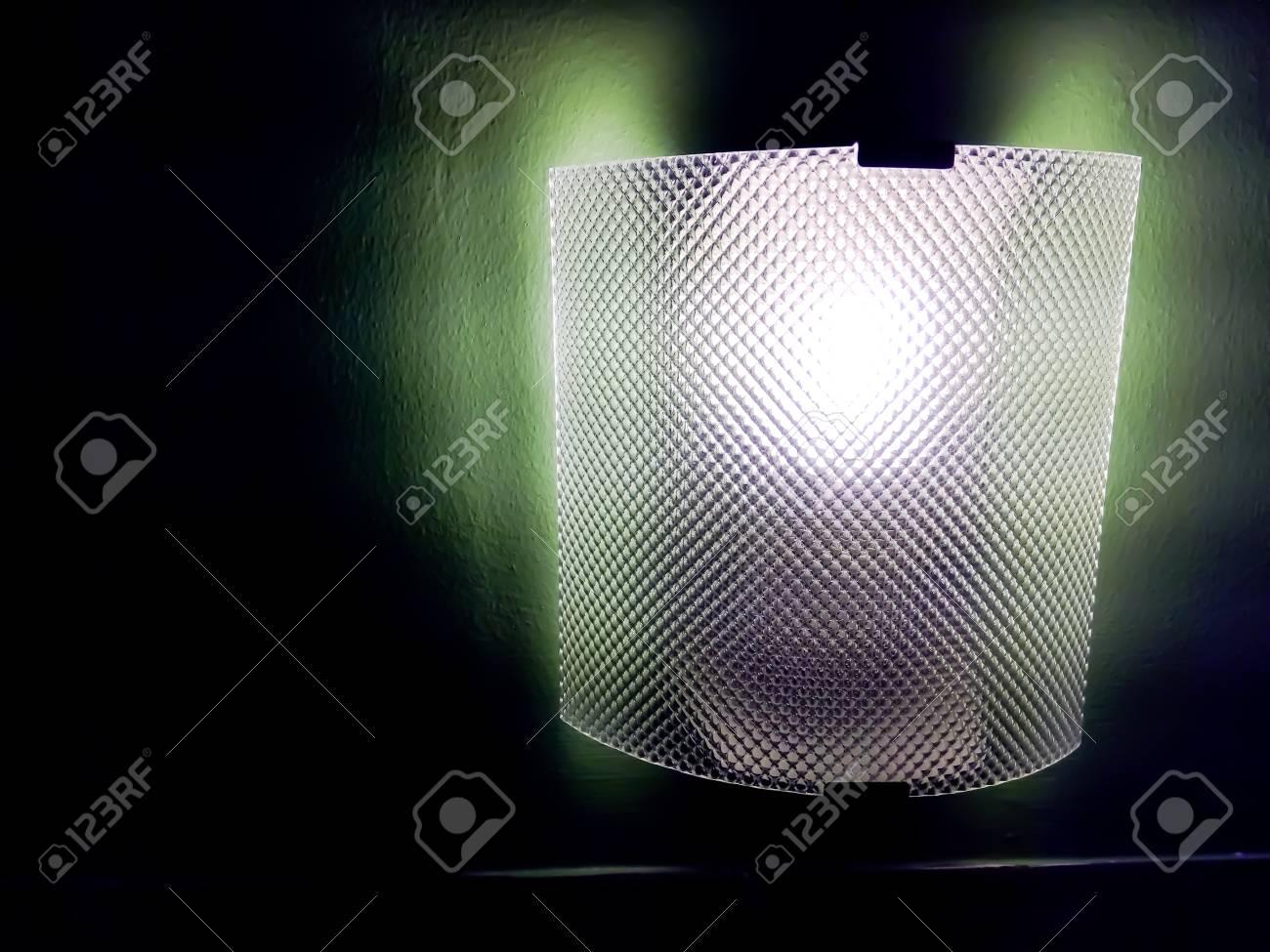 Lampe Suspendue Sur Le Mur Comme Lampe De Chevet Le Concept D
