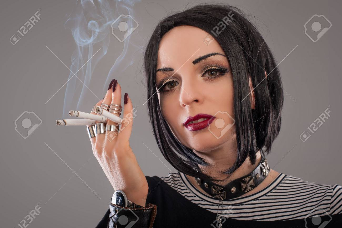 https://previews.123rf.com/images/guruxox/guruxox1601/guruxox160100047/50578890-woman-with-cigarettes-punk-woman-smoker-with-six-cigarettes.jpg