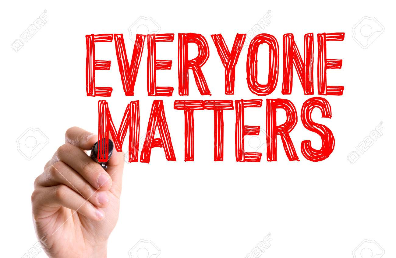 Everyone matters written with a marker pen - 60235263