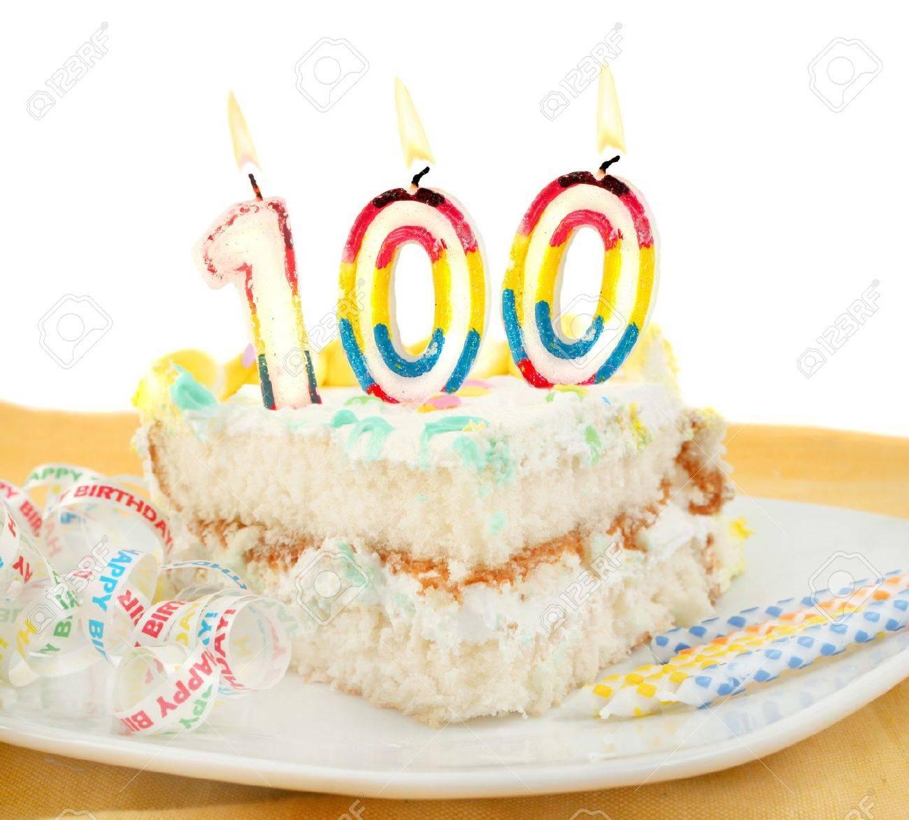 ¡Feliz cumpleaños Doro! 9006048-rebanada-de-pastel-de-cumplea%C3%B1os-festivo-esmerilado-con-velas-y-celebrar-100-a%C3%B1os-cumplea%C3%B1os-o-aniversarios-d