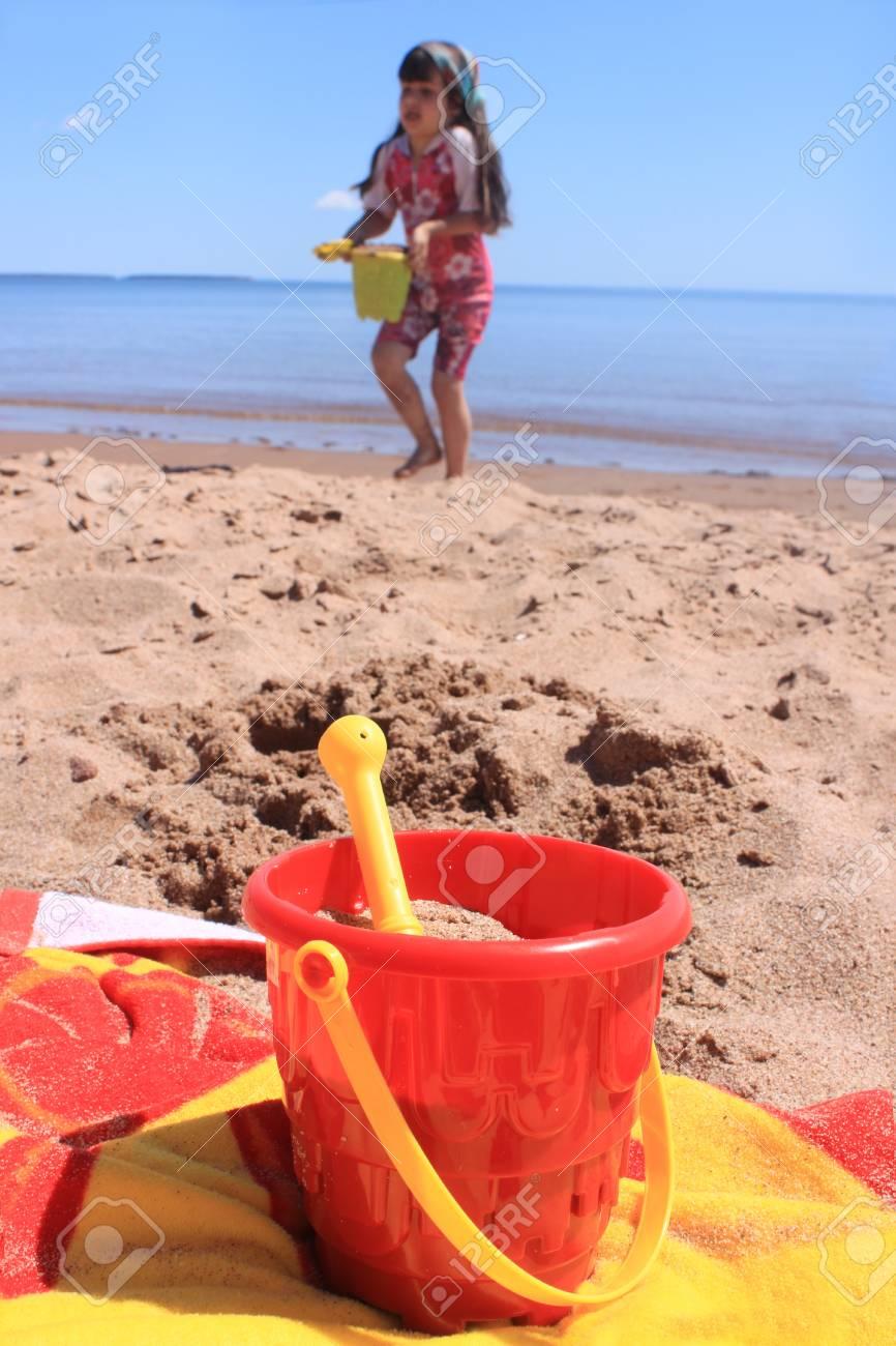 Playa Arena IslaIsla Niña En Del Jugando De Con Príncipe EduardoCanadá La Panmure Los Juguetes Feliz ebED29IYWH