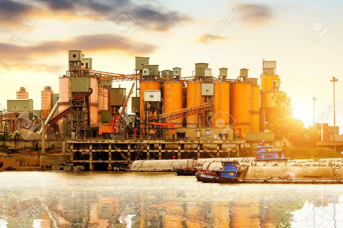 Riverside cement factory in the evening sky. Standard-Bild - 30985974