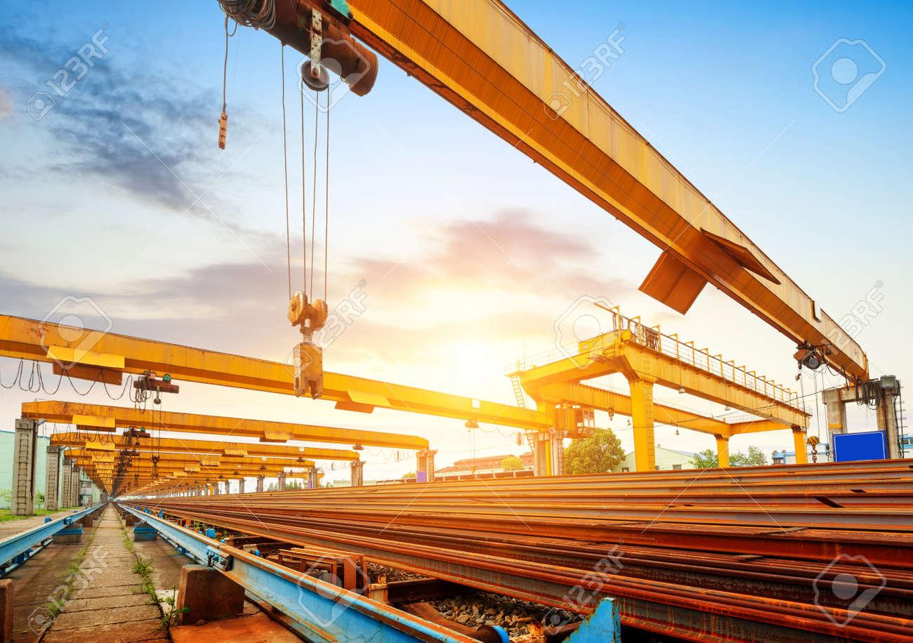 Pier bridge crane and cargo handling, cargo trains transported away. Standard-Bild - 31310307