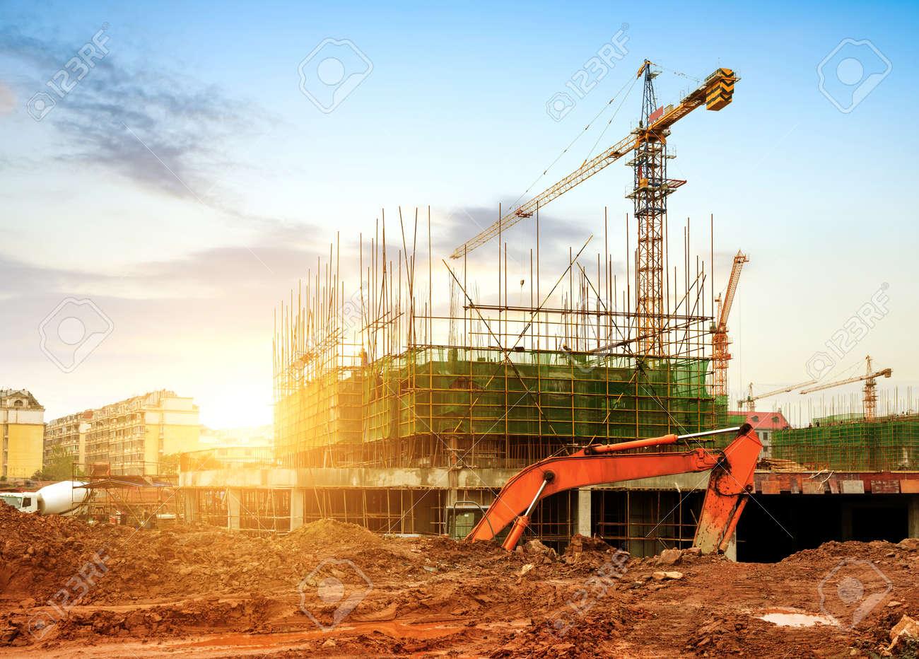 Construction site, workers and cranes. Standard-Bild - 37339383