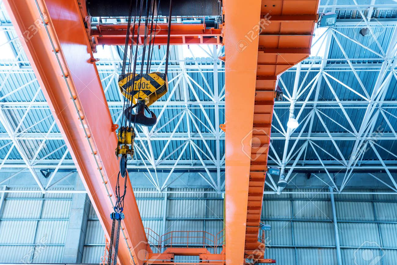Inside large factories, bridge crane. Standard-Bild - 37340041