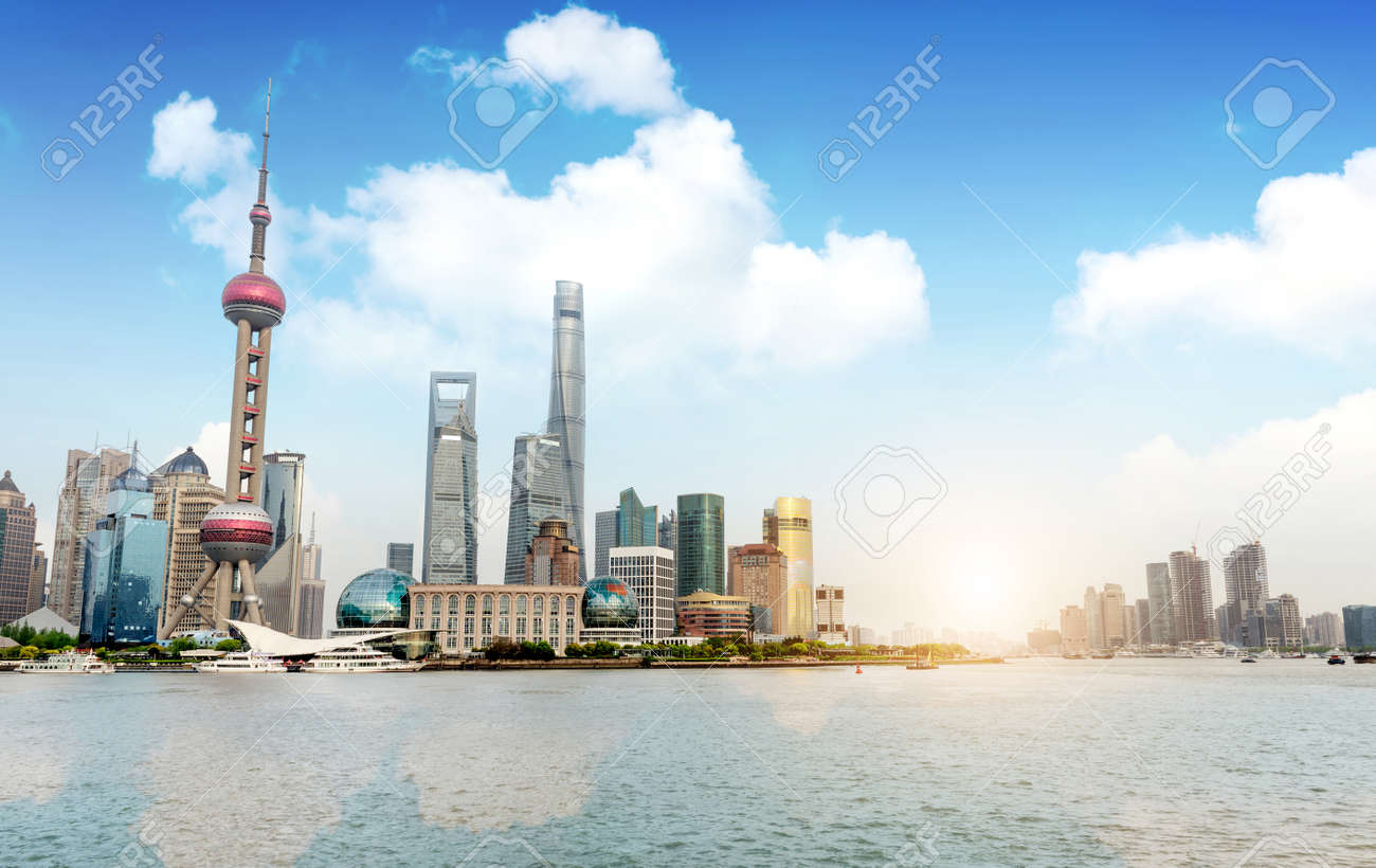 Modern city skyline, Shanghai, China Standard-Bild - 40819425