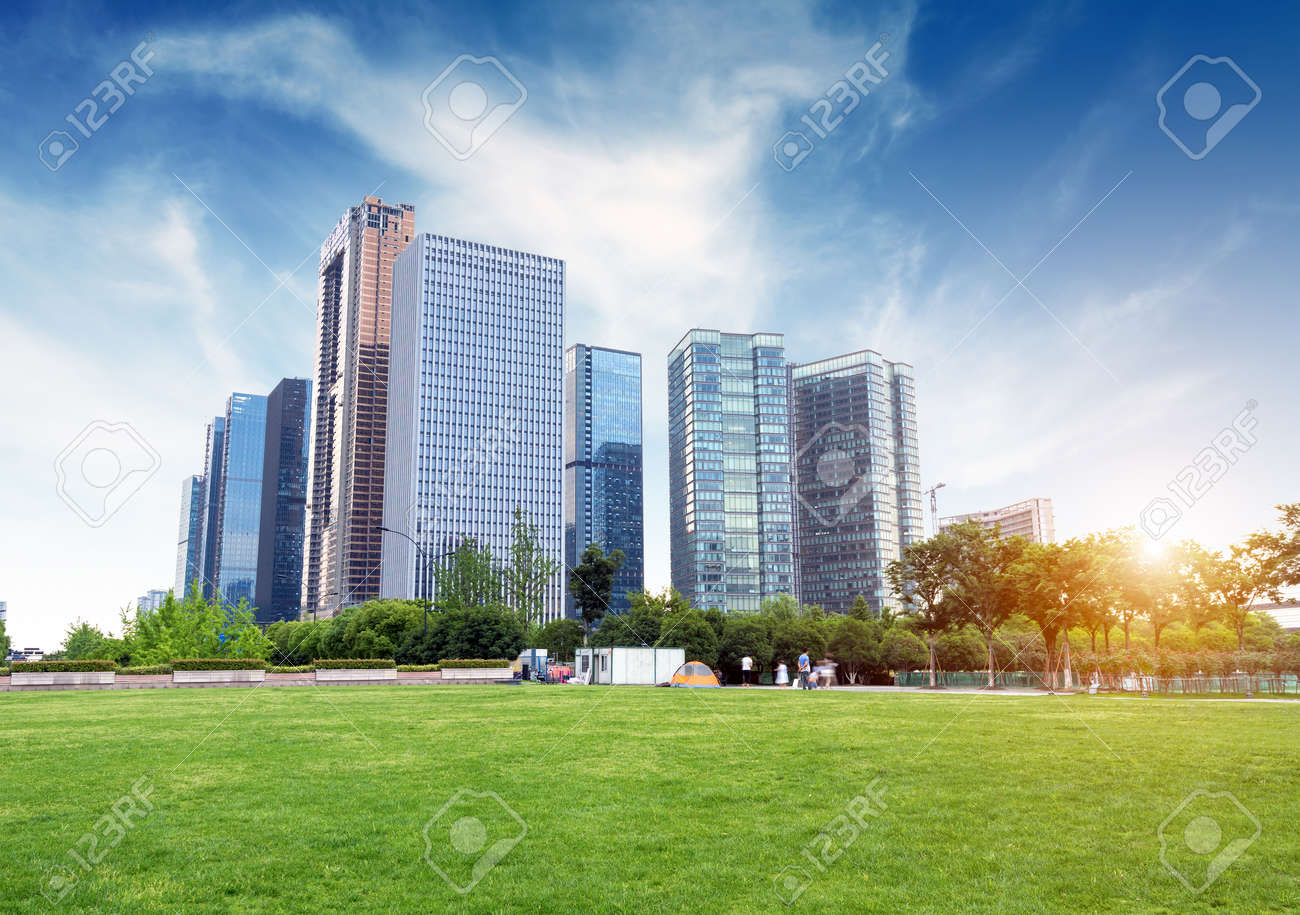 Hangzhou, Zhejiang, China, leisure and high-rise buildings of the public. Standard-Bild - 43844422