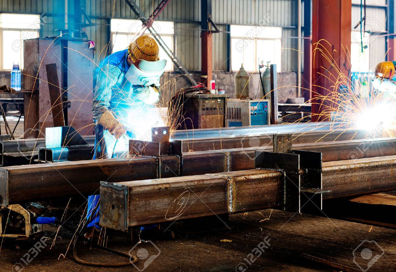 Sparks from the cutting of steel produced Standard-Bild - 44437639