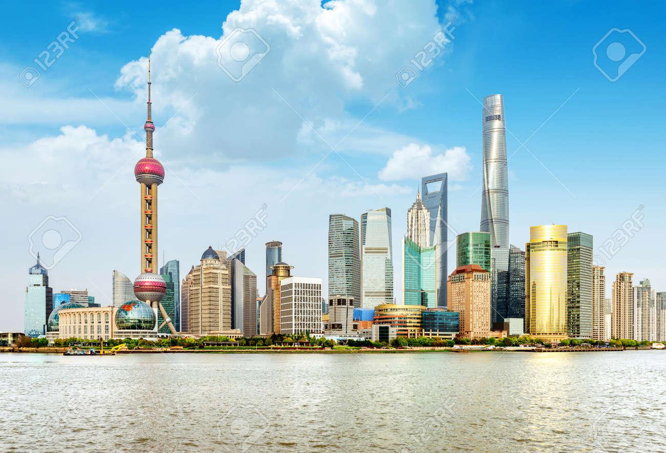 modern city skyline ,shanghai pudong, China. Standard-Bild - 46404450