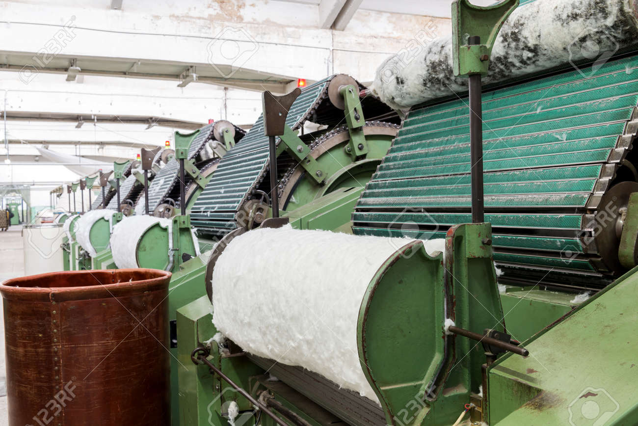 Features of carding machine in textile mill