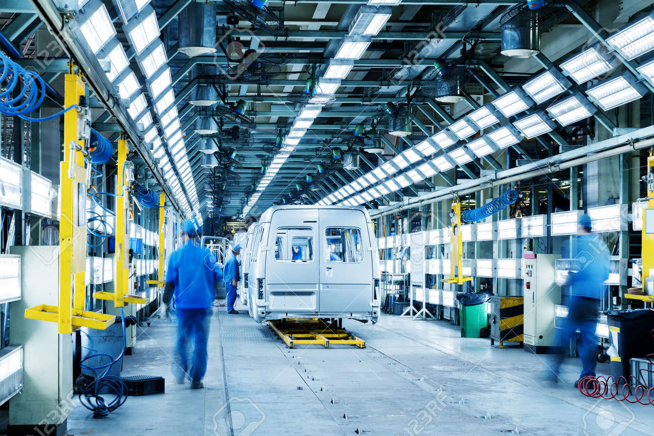 Car production line, skilled workers are working tense. - 87119612