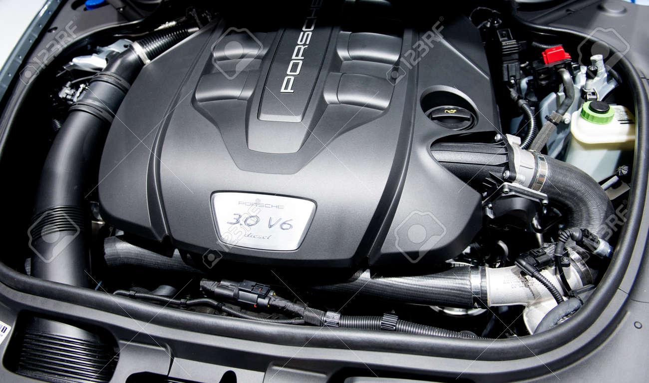 Porsche Cayenne 3 0 V6 Diesel Engine Under The Hood