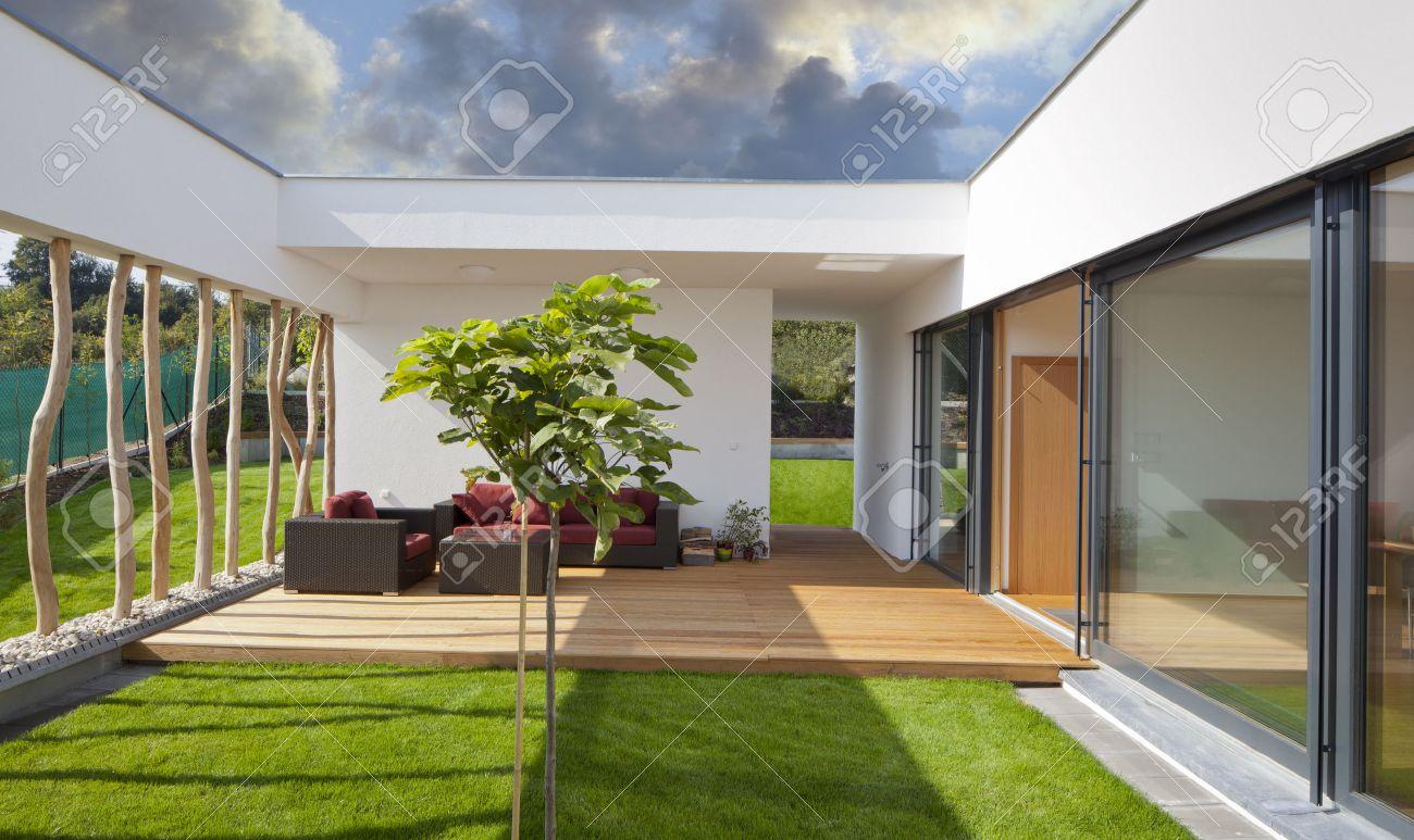 Schöne Neue Friedlichen, Modernen Haus Mit Eigenem Garten Und ...