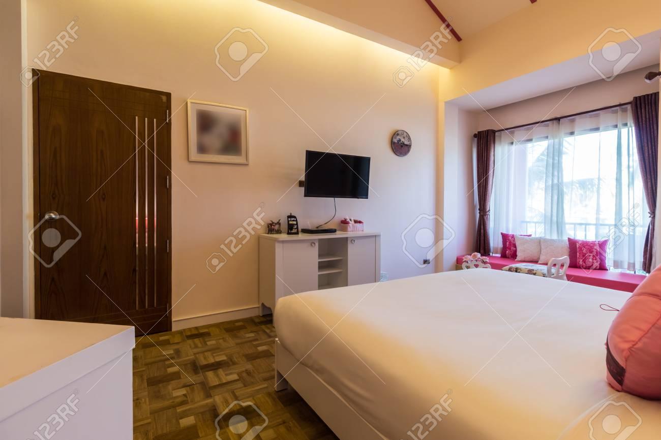 Camera Da Letto Color Rosa : Stile moderno della camera da letto con tonalità di colore rosa in