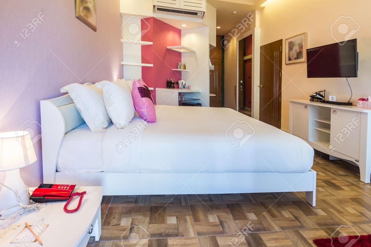 Camera Letto Rosa : Stile moderno della camera da letto con tonalità di colore rosa in