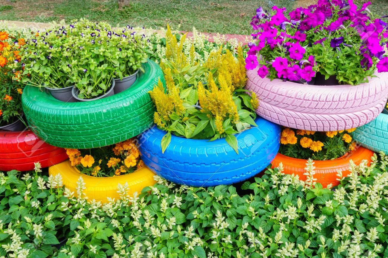 Pot De Fleur Avec Des Pneus fleurs color�es et des pots de pneus