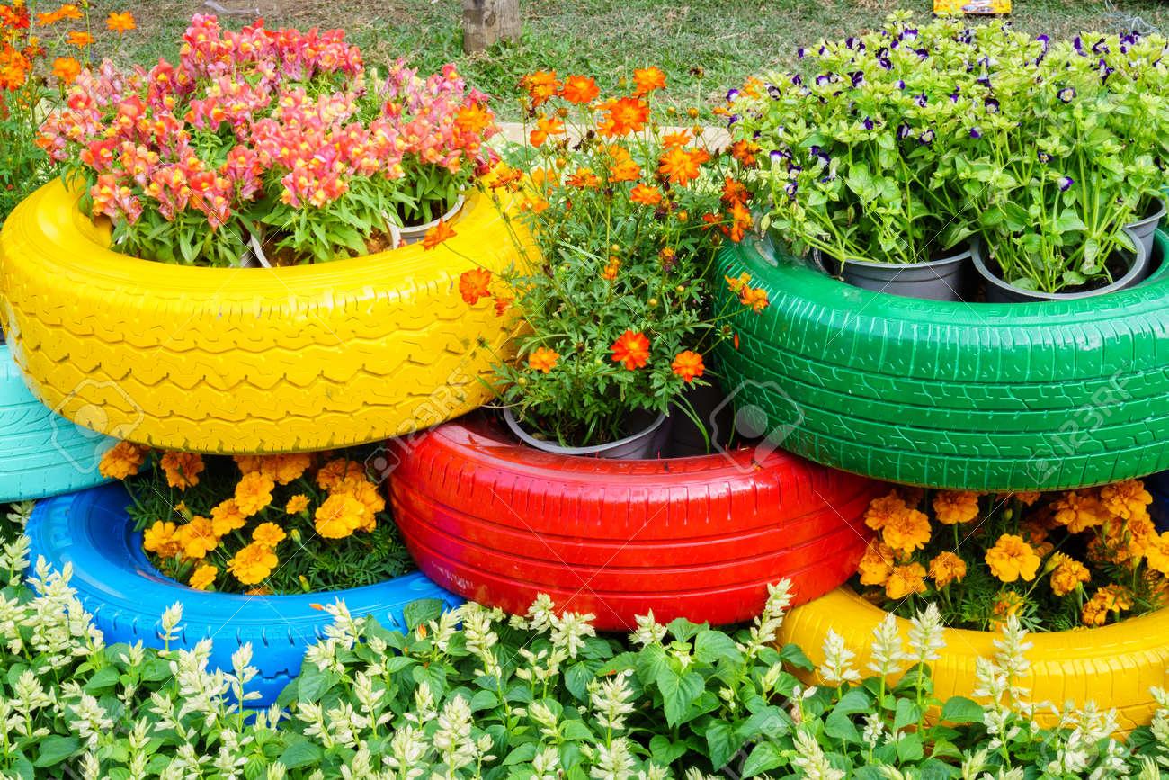 Pot De Fleur Avec Des Pneus les fleurs color�es et des pots de pneus