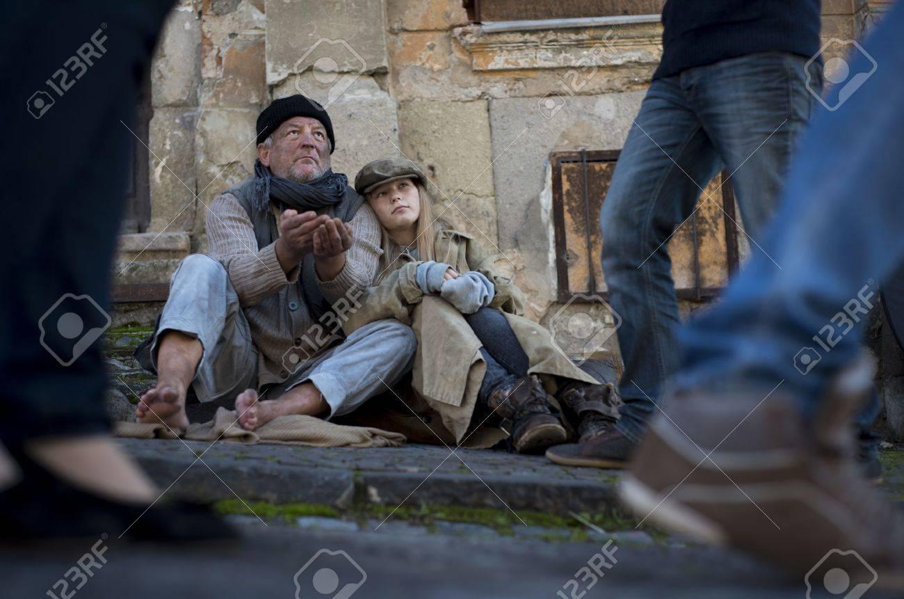 Homeless abandoned family Stock Photo - 16334569